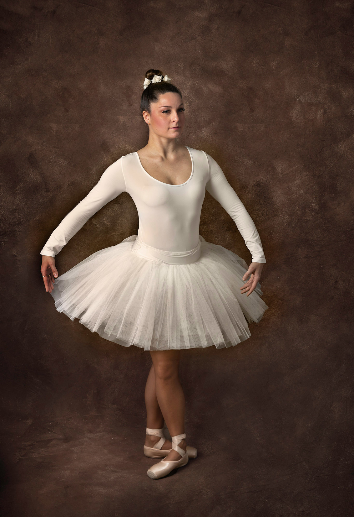 Ballerina - - - foto door elaine_hovenier op 28-02-2021 - deze foto bevat: portret, model, flits, dans, ballet, studio, ballerina, flitser, spitzen, fine art