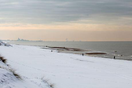 Uitzicht op Scheveningen en de Rotterdams haven...