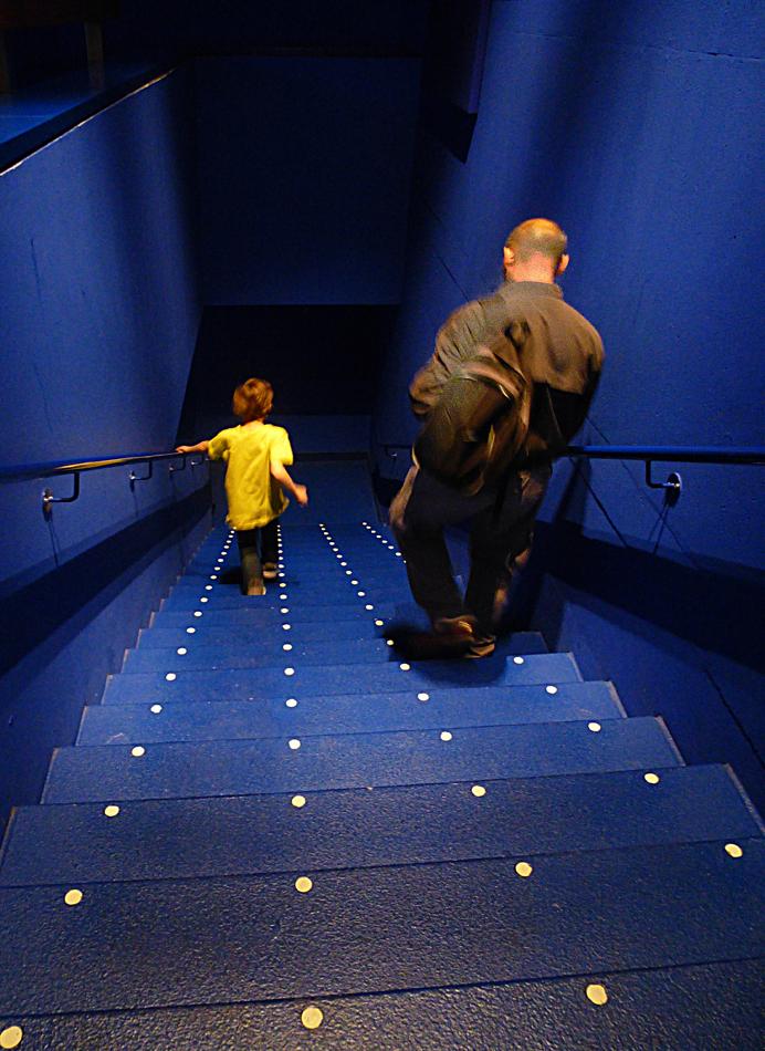 B&G 5 - Beeld en Geluid; op weg naar de volgende  beleving.... - foto door ekeren op 18-11-2012 - deze foto bevat: kleur, trap, Beeld en Geluid