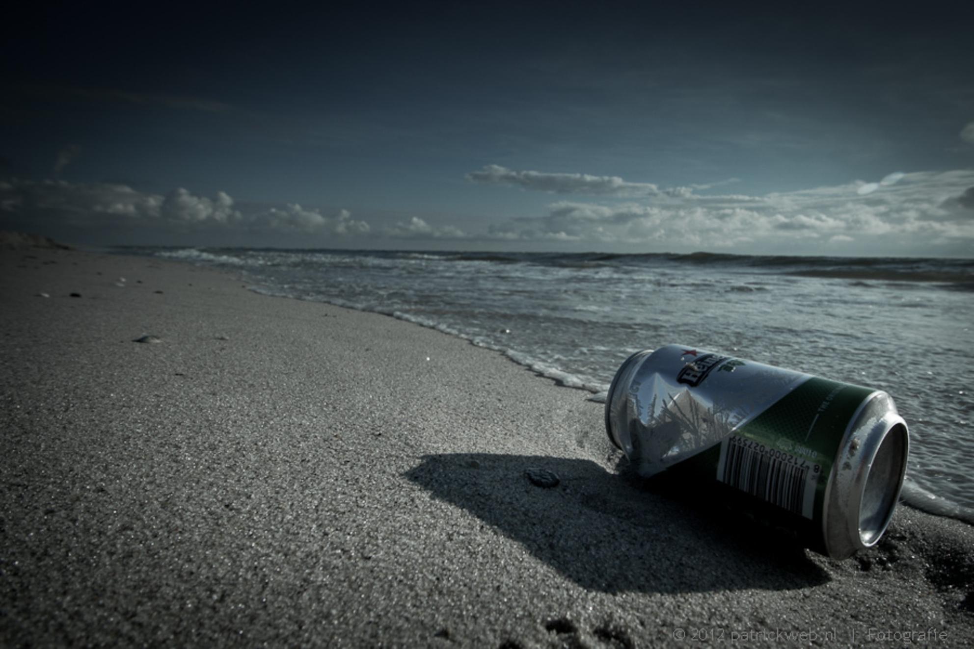 Afval - Een blikje op het strand - foto door patricks5600 op 12-08-2012 - deze foto bevat: maasvlakte, afval, bleach bypass - Deze foto mag gebruikt worden in een Zoom.nl publicatie