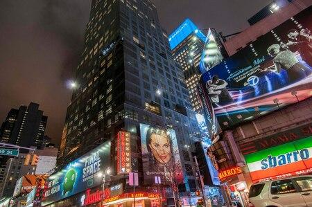 Broadway - - - foto door manettexx op 23-03-2018 - deze foto bevat: straat, licht, avond, architectuur, stad, nacht, newyork, straatfotografie