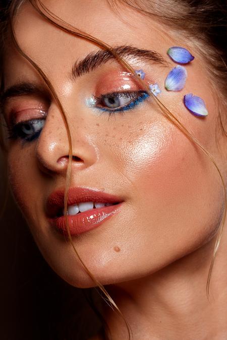 Nikki - Model: Nikki @ EVD Agency MUAH: Kaja Dobron - foto door stephanieverhart op 26-10-2019 - deze foto bevat: vrouw, licht, portret, schaduw, model, flits, ogen, fashion, beauty, emotie, studio, photoshop, closeup, mode, fotoshoot, visagie, flitser