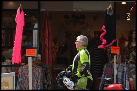 Nee dat wordt niks op de fiets ...!!