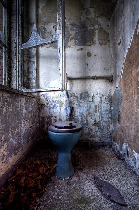 Russian Sanatorium 2 - Op 20-11-2010 hebben Jos,Ewout,bastiaan en ik een bezoek aan dit sanatorium  Het is een hdr foto  Kijk ook eens op mijn website: [url]http://lost - foto door Jascha_400D op 30-11-2011 - deze foto bevat: old, time, in, vergeten, urban, lost, germany, verboden, hdr, forbidden, ziekenhuis, place, forgotten, urbex, sanatorium, ddr, tonemapping, russian, decay, hoste, places, jascha, ue