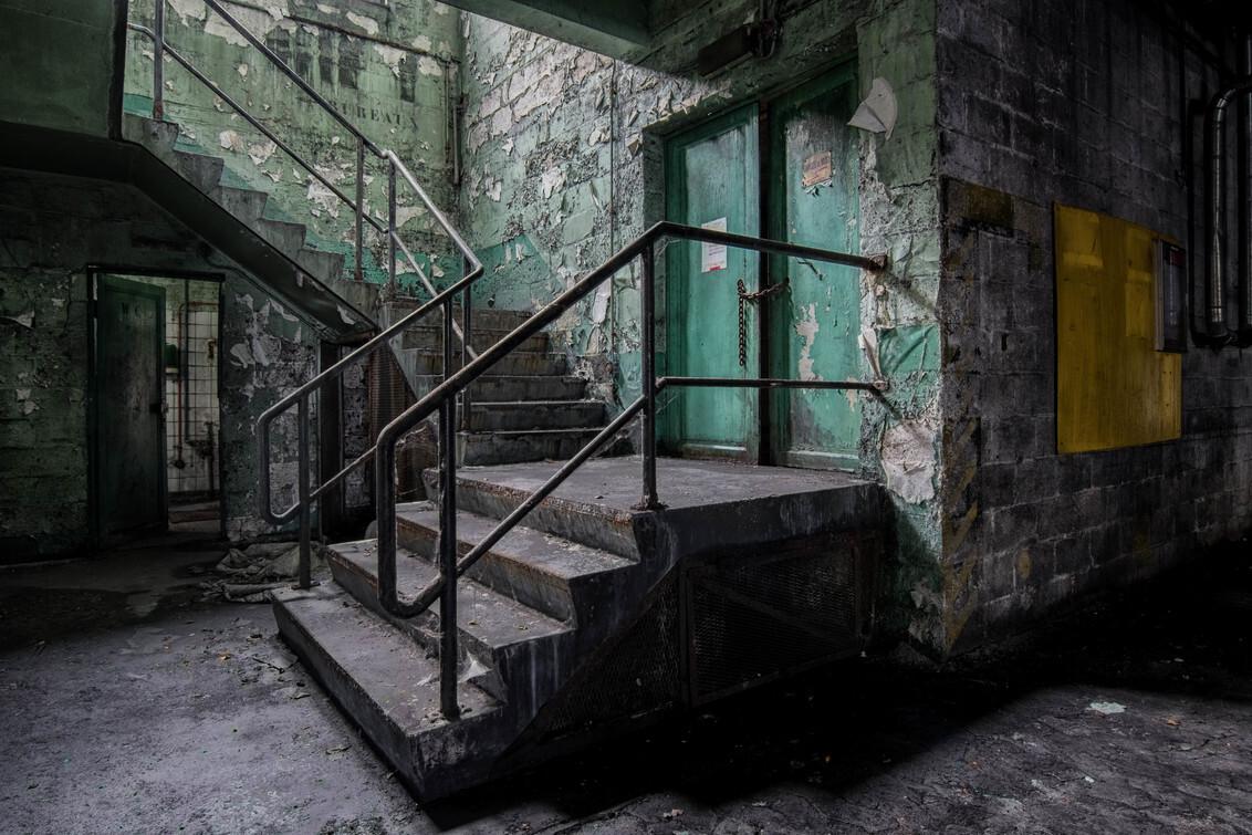 Infirmerie-1 - Old Industrial factory - foto door GuyenMarleen op 05-10-2017 - deze foto bevat: nikon, lost, stairs, urbex, passion, abandoned, belgium, decay