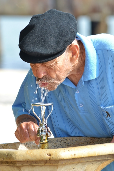 De dorstige oude man