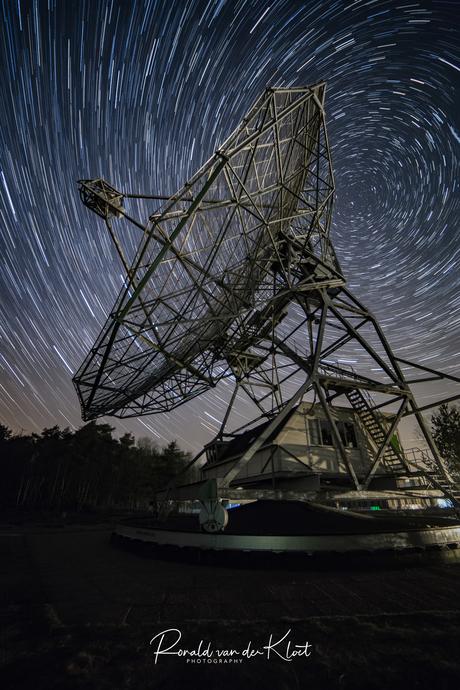 Startrails Dwingeloo Radiotelescoop
