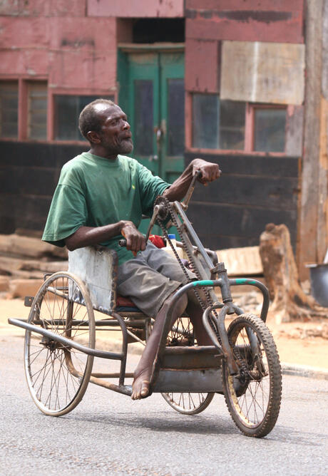Straatbeeld in West Afrika..!!