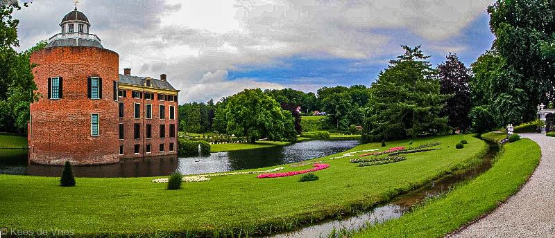 Landgoed Rosendael in kleur - Landgoed Rosendael in kleur - foto door KdV59 op 05-05-2021 - locatie: Roosendaal, Nederland - deze foto bevat: water, wolk, fabriek, lucht, gebouw, natuurlijk landschap, boom, venster, waterloop, gras
