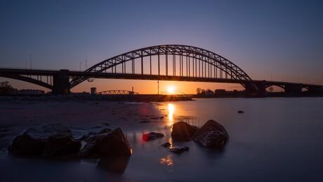 Zonsondergang Waalbrug Nijmegen