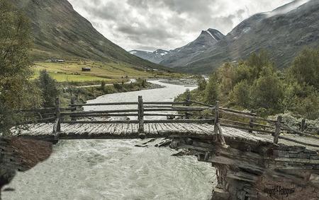 Wandelen - Noorwegen een land van wandelen door natuur en waterstromen,het is ons favoriete land voor vakanties  en ik kan echt dagen doorbregen in de natuur - foto door if.veld op 05-05-2021 - locatie: Jotunheimen, Lom, Noorwegen - deze foto bevat: natuur, bergen, water, oude paden, stroomversnellingen, stilte, wolk, berg, watervoorraden, water, lucht, ecoregio, natuurlijk landschap, fluviatiele landvormen van beken, lichaam van water, waterloop