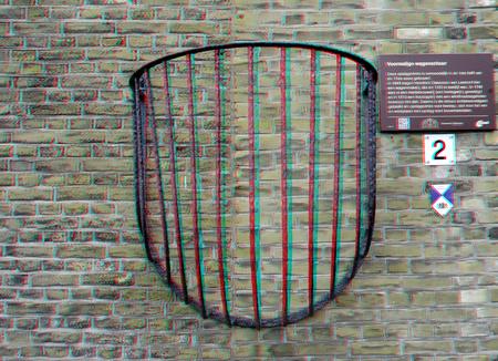 Ruif Oudewater 3D - 3d anaglyph stereo - foto door hoppenbrouwers op 10-04-2021 - deze foto bevat: 3d, stereo, anaglyph, oudewater, rooster, lijn, muur, symmetrie, lettertype, gas, motorvoertuig, patroon, wiel, parallel
