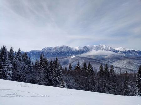 Mountains - - - foto door Helena007 op 27-08-2018 - deze foto bevat: wolken, wit, blauw, sneeuw, vakantie, landschap, bergen, blue, white, mountains, clouds, bergtoppen, snow, snowboard