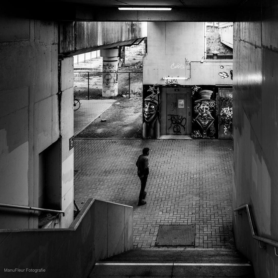 Street art Station - Station Luchtbal in Antwerpen is een station met weinig passage maar wel met een levendige street art scène - foto door Manufleur op 24-03-2021