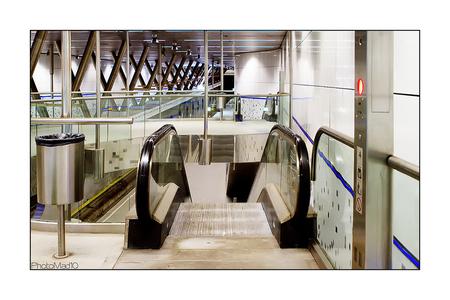 Forbidden pictures 6 - Rotterdam, metro, verboden gebied, stiekem toch veel geschoten. Nauwelijks een mens te zien, voor wie bouwen ze al dat moois? - foto door PhotoMad op 23-03-2010 - deze foto bevat: station, rotterdam, trein, metro, ret