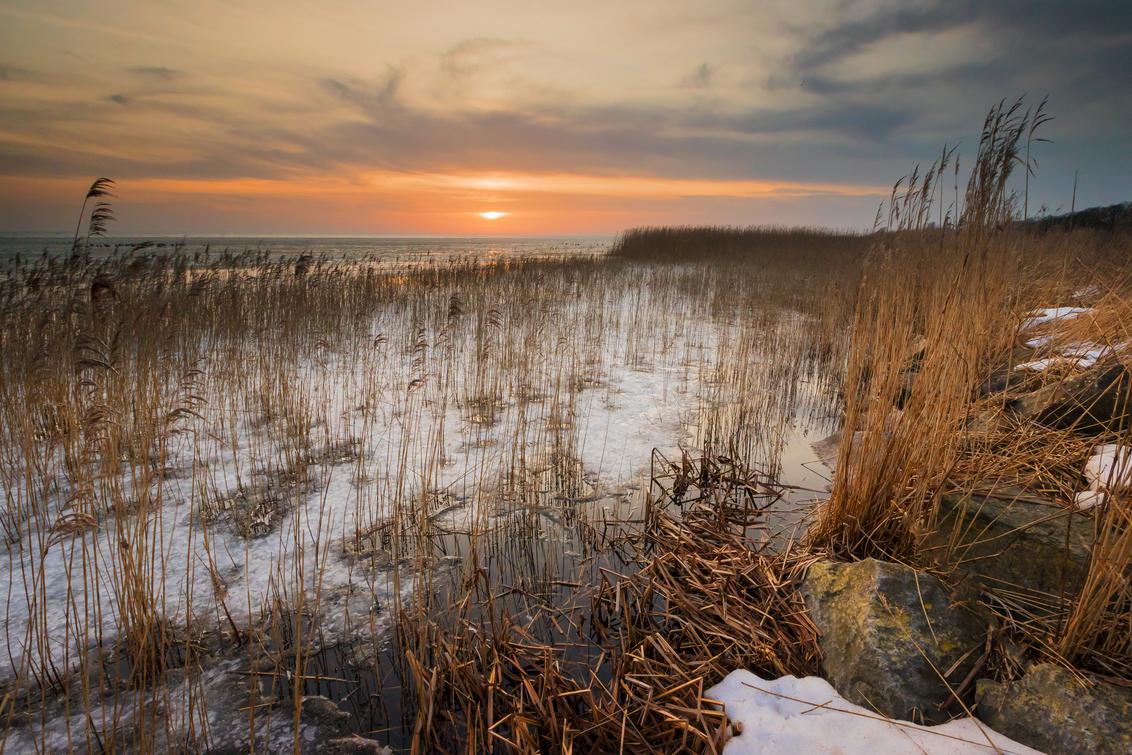 Van winter naar lente - Dit was nog maar een week geleden ... de laatste restanten winter, met kruiend ijs op het IJsselmeer en lente-achtige temperaturen - foto door gjcv op 28-02-2021 - deze foto bevat: zon, water, lente, natuur, sneeuw, winter, zonsondergang, ijs, landschap, kust, ijsselmeer, friesland, kruiend ijs