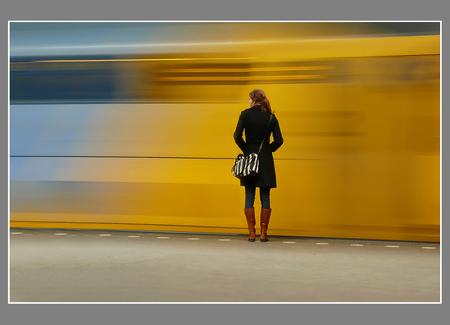 perron geluk - vertrek van a-dam c-s - foto door myxcom op 22-10-2009 - deze foto bevat: station, spoor, trein
