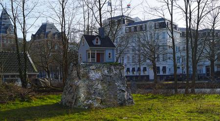 Het kleinste huis in Amsterdam - - - foto door hzeilstra op 27-02-2021 - deze foto bevat: amsterdam, stad, huis