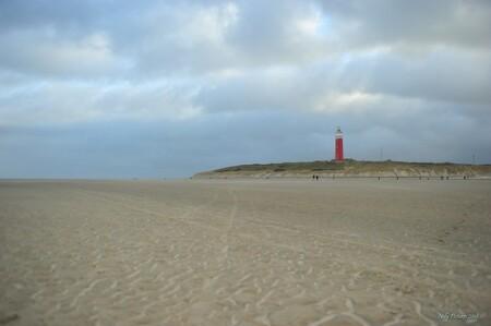 Koud ! - - - foto door gebbe op 02-03-2018 - deze foto bevat: strand, vuurtoren, texel, koud, stilte, rust, eenzaamheid, verlatenheid, winter 2017, winter 2018