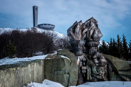Buzludzha - Buzludha is een historische piek (1,432 mtr hoog) van de Balkan bergen in Bulgarije. In 1868 vond hier de laatste slag tussen Bulgaarse rebels en het - foto door esmeralda160867 op 04-04-2018 - deze foto bevat: oud, sneeuw, winter, architectuur, landschap, gebouw, verlaten, vervallen, urban exploring