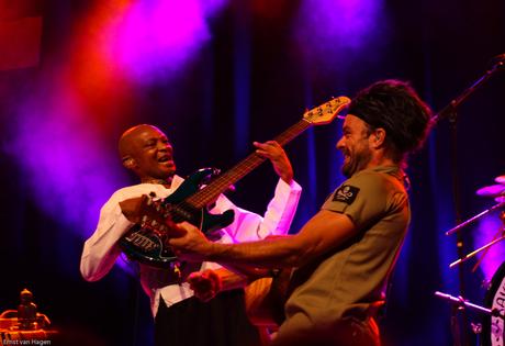 Xavier Rudd en zijn Zuid-Afrikaanse Bassist II