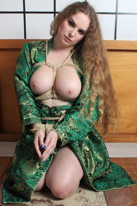 Jezebelle in bondage