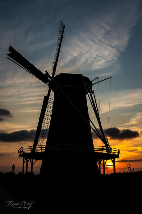 Zonsondergang bij de molen