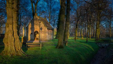 St Anna kapel. - De St. Annakapel is in 1628 gebouwd op de plaats van de houten kapel.Toen de kapel er eenmaal stond werd ze een bedevaartsoord voor mensen uit de ver - foto door Kompieter op 13-01-2021