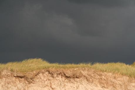Storm boven de duinen