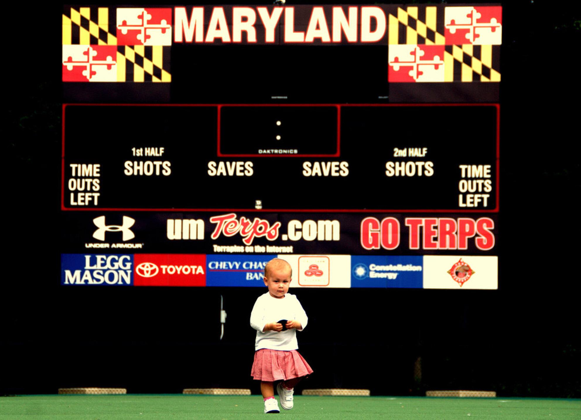 Kind in sport stadion - Kind in USA stadion fieldhockey Marylans university - foto door hienthe op 29-12-2011 - deze foto bevat: sport, kind - Deze foto mag gebruikt worden in een Zoom.nl publicatie