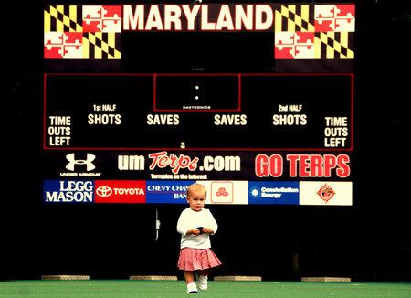 Kind in sport stadion - Kind in USA stadion fieldhockey Marylans university - foto door hienthe op 29-12-2011 - deze foto bevat: sport, kind