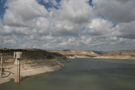 Asprokremnos dam