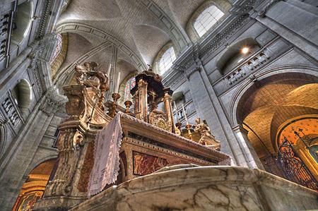 Kathedraal in Dax (Frankrijk) - (pseudo) HDR van het altaar van de Kathedraal in dax - foto door m.kapitein op 19-08-2011 - deze foto bevat: frankrijk, kathedraal, hdr, altaar, dax