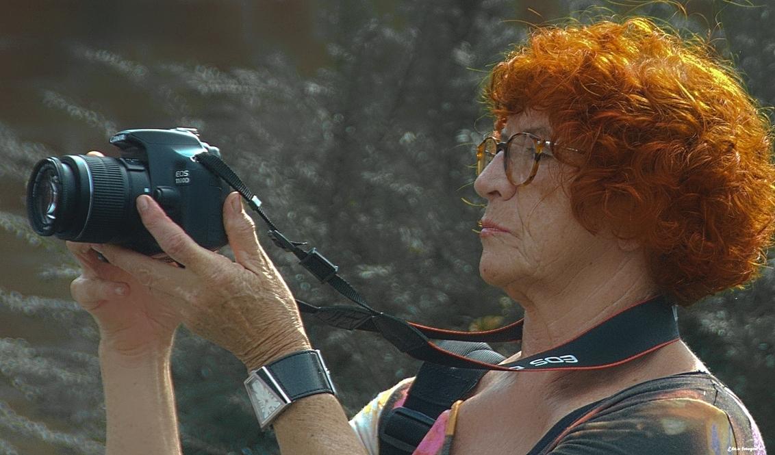 Scherpe lens. - Word vast een leuke opname. - foto door edu-1 op 26-09-2014 - deze foto bevat: vrouw, straatfotografie, fotografie, tiel, fruitcorso