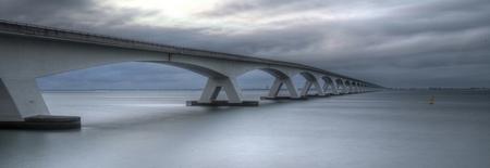 De brug nog anders - Kwestie van smaak.  Bedankt voor de reacties en een fijne zondag verder. - foto door goosveenendaal op 20-07-2014 - deze foto bevat: lucht, wolken, zee, water, panorama, natuur, licht, zonsondergang, landschap, brug, zeeland, lange sluitertijd