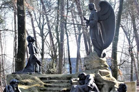 another 1 clear conversation - - - foto door sweetnic86 op 28-02-2021 - deze foto bevat: architectuur, kerkhof, cultuur