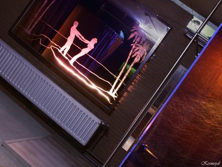 """Urbex-bar 4 - Hou me vast... - De vorige fotos waren shots van de achterkamertjes.  Hier zijn we in de bar.  Ik wilde eigenlijk iets toevoegen aan de originele foto. De titel """" H - foto door kosmopol op 28-02-2011 - deze foto bevat: verlaten, bar"""