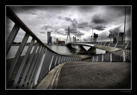 erasmus brug vanuit een ander perspectief..