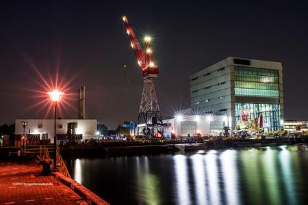 Rotterdamse HAven - Met een nightfilter van Nisi gewerkt. Lekker veel kleurzwemen en fantastische sterretjes in de lichten. - foto door tvdam_zoom op 27-08-2019 - deze foto bevat: rotterdam, filter, sterretjes, f11, nisi, nightfilter