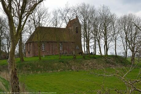 Romaans kerkje in Oostum, prov. Groningen