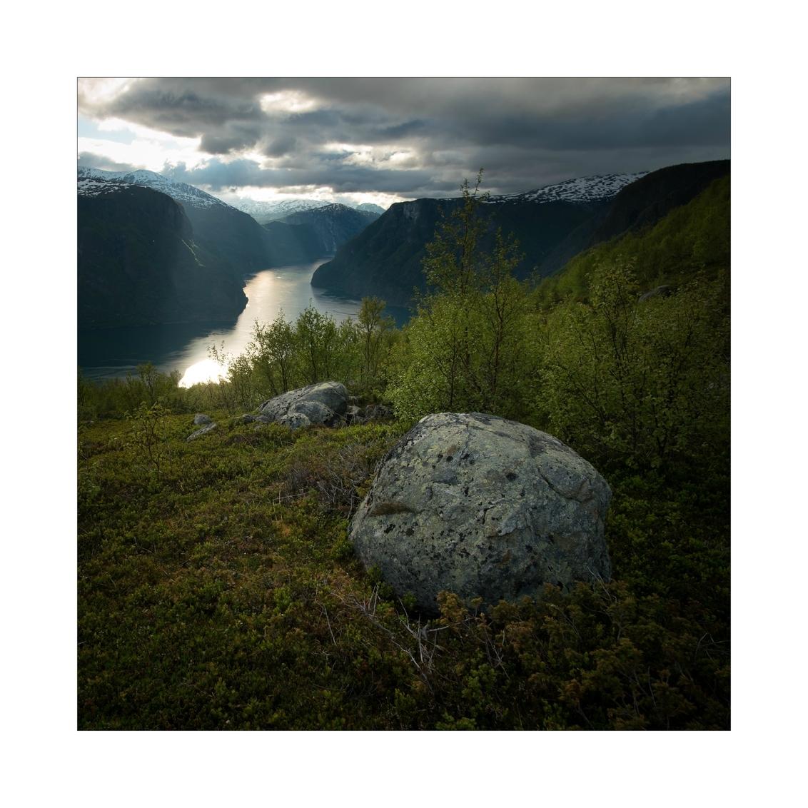 View over Aurlandsfjord - - - foto door Joshua181 op 24-12-2017 - deze foto bevat: lucht, wolken, lente, natuur, licht, avond, vakantie, reizen, landschap, bergen, noorwegen, reisfotografie