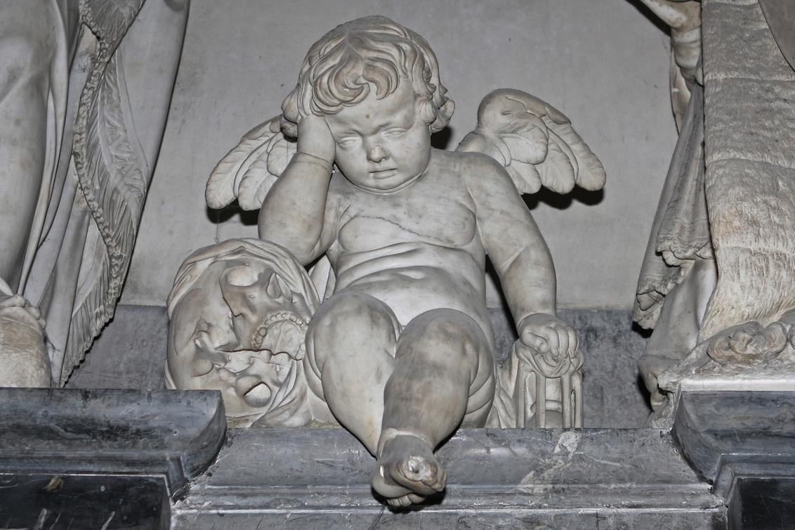 Engel - Ook een engel heeft wel eens een rotdag. - foto door petervanmeurs op 12-09-2010 - deze foto bevat: kerk, engel, kathedraal, amiens, petervanmeurs, treuren