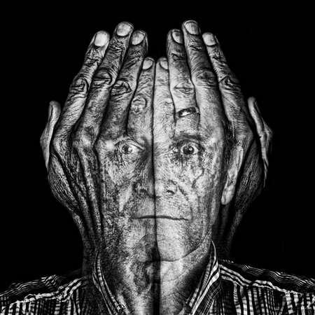 Door de vingers zien - Dit is een foto.  Geen bewerking, maar foto's horen bij elkaar - foto door Jules_zoom op 02-03-2021 - deze foto bevat: portret, model, flits, studio