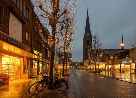 Hengelo - Enschedesestraat - Hengelo - Enschedesestraat - foto door mdwaard op 27-01-2018 - deze foto bevat: nachtfotografie, twente, hengelo, avondfotografie, lambertuskerk, blauwe uur
