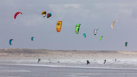 Kleurrijke Kite Surfers