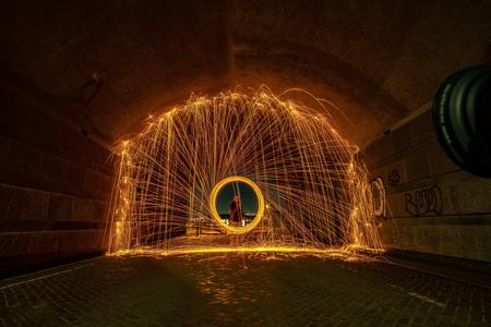 Staalwol tunnel effect - - - foto door NolVerMei op 14-01-2021 - deze foto bevat: straat, fantasie, stad, nacht, glow, beweging, straatfotografie, creatief, lightroom