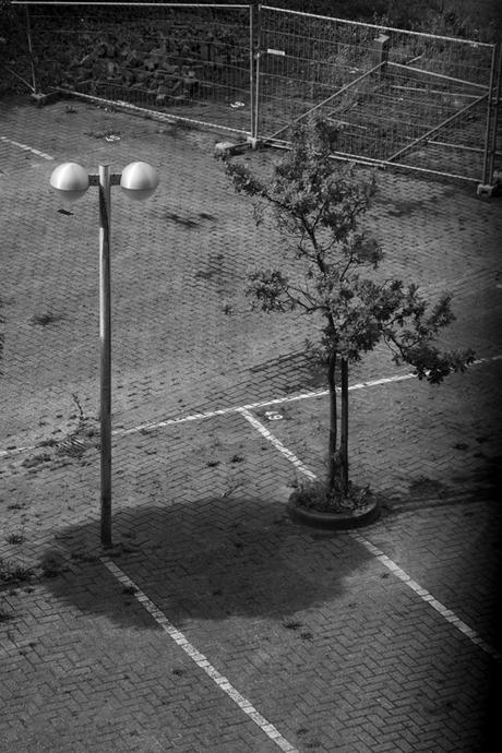 Een verlaten parkeerplaats