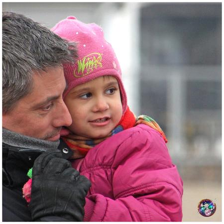 Teder en beschermend ... - - - foto door willemdanker op 31-03-2019 - deze foto bevat: vader, teder, beschermend, vader en kind