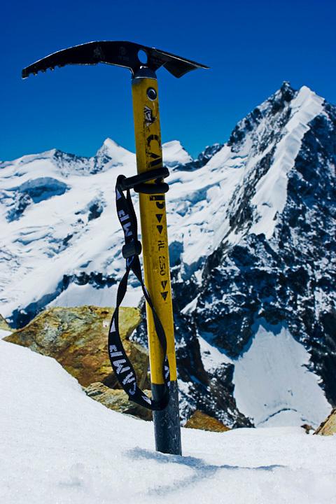 On Top of the Mountain - Canon 20D | Canon 24-70m F/2.8 lens - foto door fotoscape op 13-11-2009 - deze foto bevat: sneeuw, ijs, bergen, zwitserland, pickel