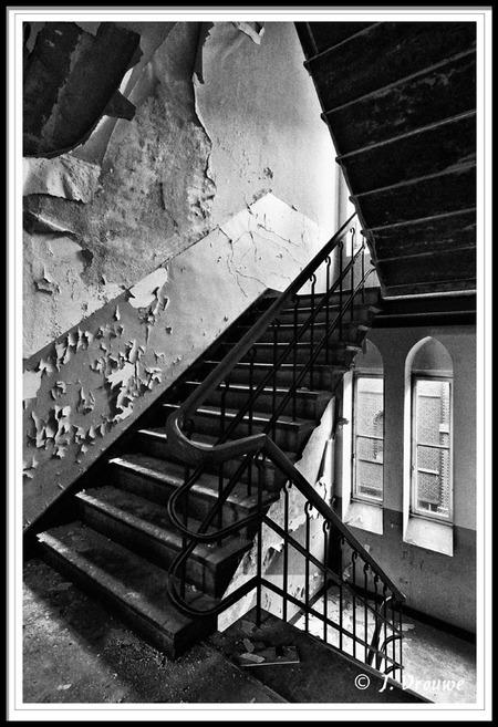vergane glorie - trappenhuis van een oud klooster - foto door janv2 op 21-01-2014 - deze foto bevat: oud, trap, urban, klooster, trappenhuis, trapleuning